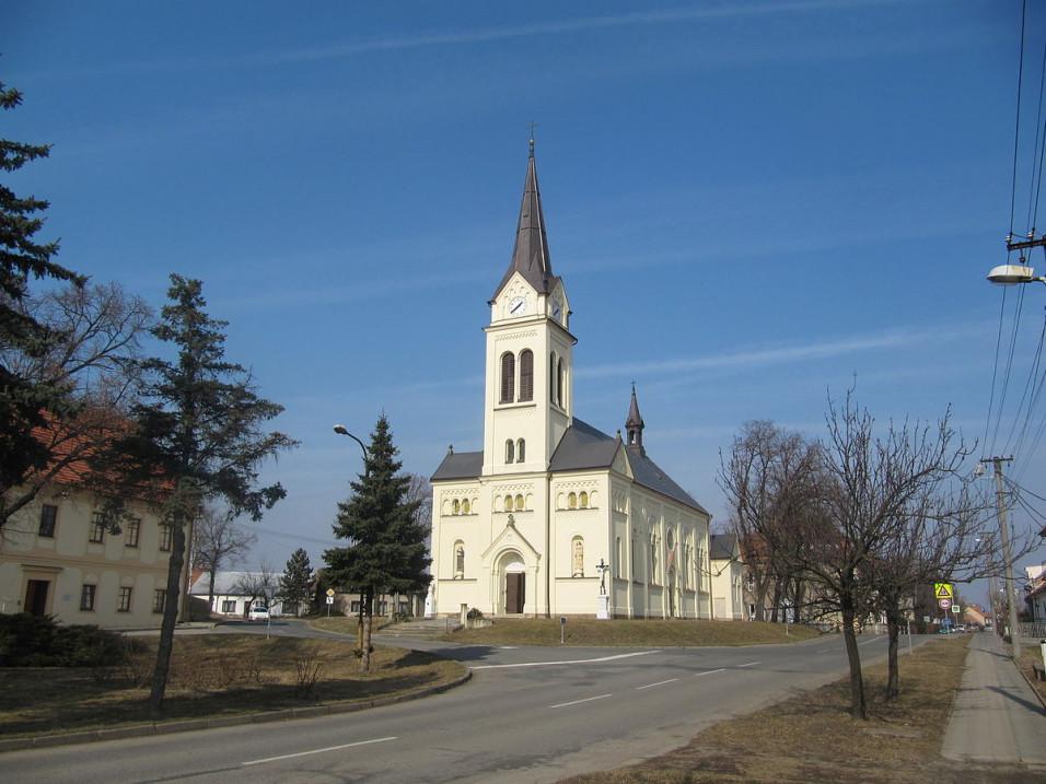 Šaratice_kostel